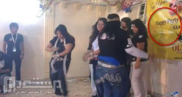 جالية اسيوية تقيم حفلة رقص مختلطة بجدة