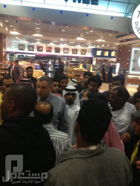 تكدس وافتراش مئات السعوديين في مطار دبي