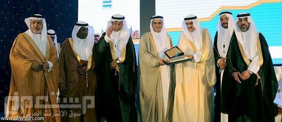 وزير الشؤون البلدية ل «الرياض»: مليون مواطن صدرت موافقة بمنحهم أراضي.. والت