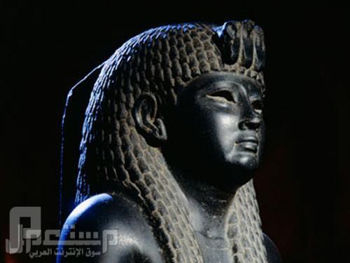 بالفيديو: تمثال فرعوني يتحرك من تلقاء نفسه