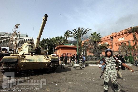 فيديو خطير يظهر قناصة من قبل الجيش المصري وهم يقتلون المتظاهرون العزل