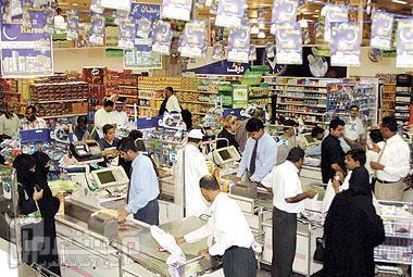 رمضان يستنزف 150 % من دخل الأسرة.. وارتفاع الطلب على المواد الغذائية 200 %