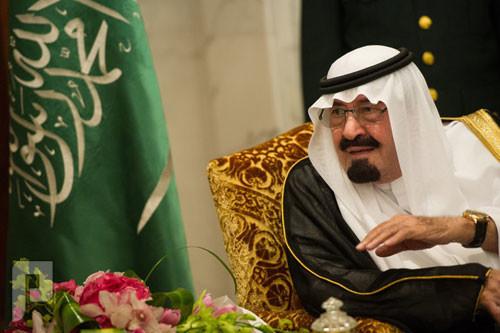 قبل اعلان الميزانية ..وزير يتفادى كف من الملك عبدالله.. ههه يوجد فيديو