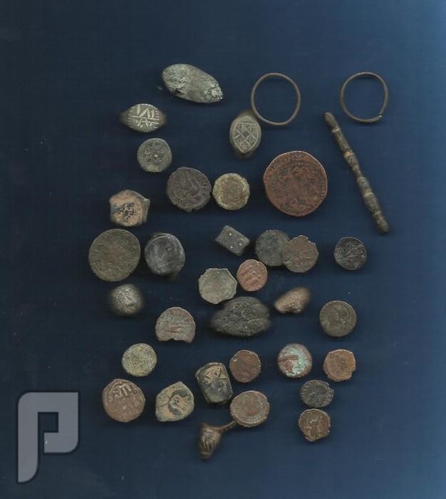 مجموعة رومانية اثرية وعملة بطليموس ووجه روماني