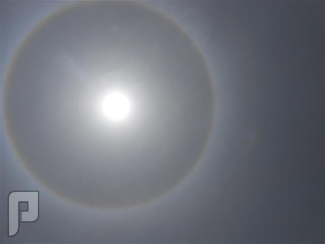 صور وفيديو هالة ضخمة تحيط بقرص الشمس في جدة