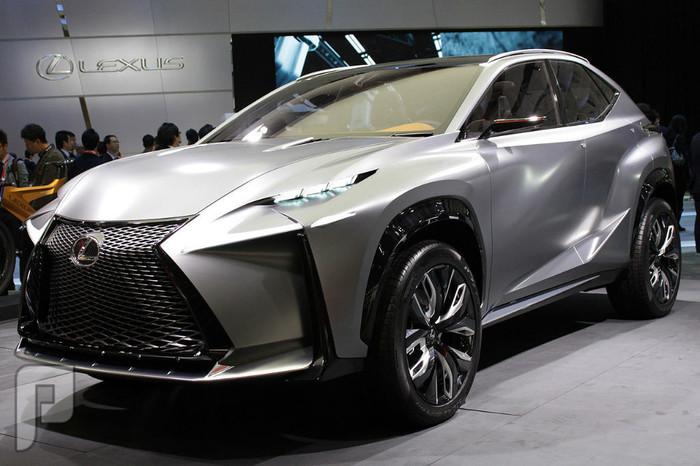 لكزس LF-NX السيارة الاختبارية
