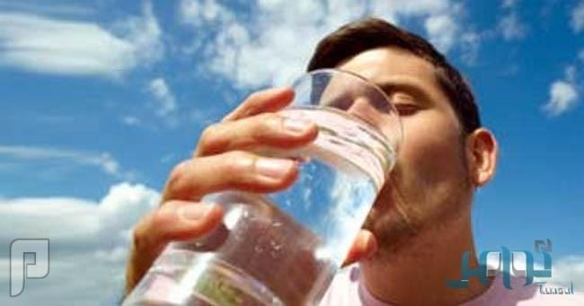 5 أضرار صحية لشرب الماء أثناء الطعام.. وكيفية تفاديها