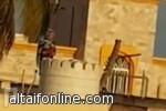 خدامة حبشية تضع ( مادة مجهولة ) في خزان مياه منزل كفيلها