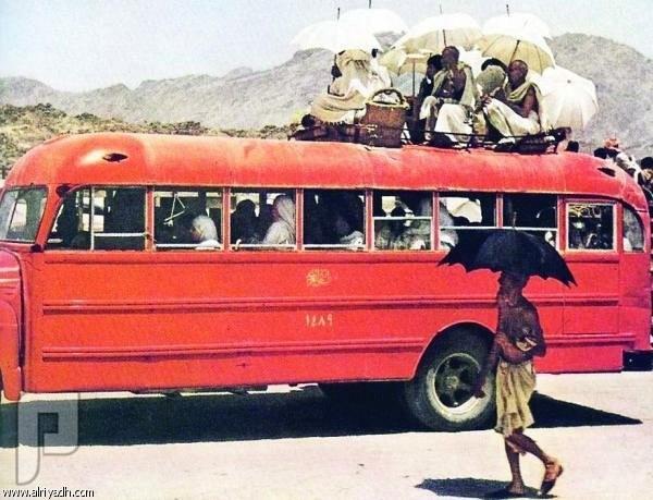 """سيارات الأجرة قديماً.. مشاوير """"الطيّبين"""" على الطلب! - الأجرة ساهمت في نقل الحجيج"""