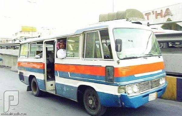 """سيارات الأجرة قديماً.. مشاوير """"الطيّبين"""" على الطلب! خط البلدة"""" ينقل الركاب بأجرة زهيدة"""