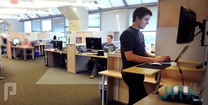 دراسة بريطانية تنصح بوقوف الموظفين ساعتين يومياً أثناء العمل