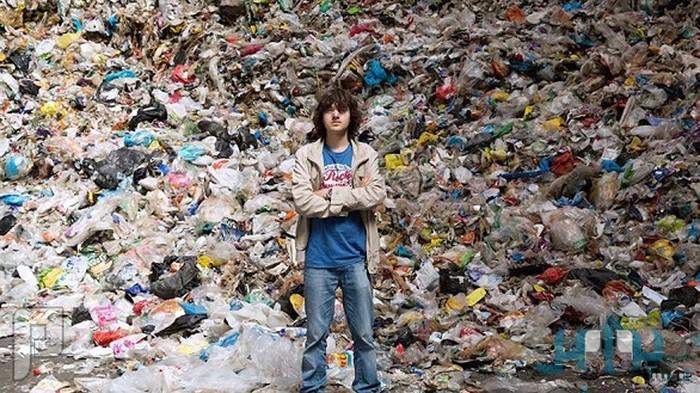 شاب ياباني يبتكر طريقة فعَّالة لتنظيف المحيط