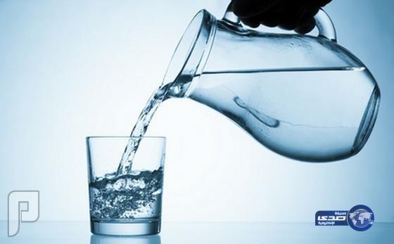 شرب الماء والحركة.. بدائل غير مضرة للقهوة
