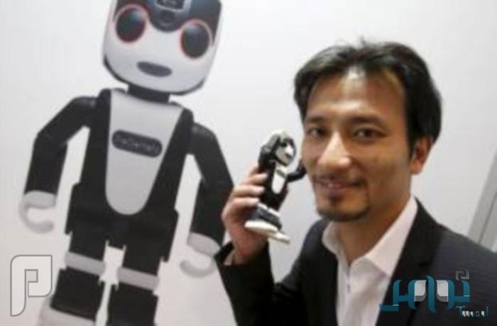 «روبوهورن» الهاتف الروبوت.. يزداد ذكاءً يوماً بعد يوم