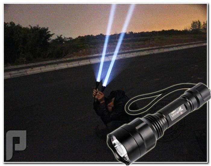 كشاف يدوي خارق بقوة إضاءة 1800 لومن ببطاريات قابلة للشحن