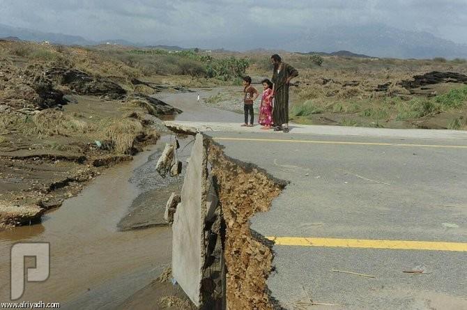 أمير جازان يوجه بتشكيل لجان عاجلة لمعاينة أضرار السيول