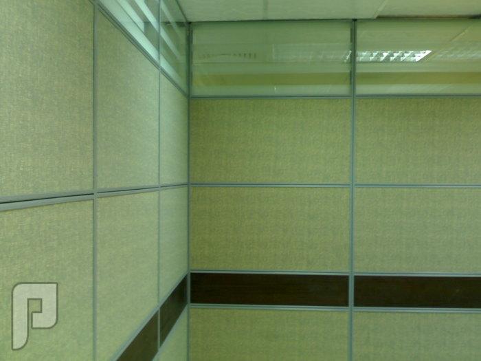 وحدات عمل قواطع مكتبيه طاولات اجتماعات اثاث مكتبي كراسي غرف نوم