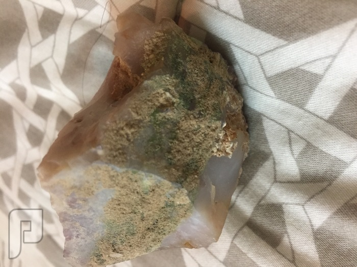 من يعرف نوع هذا الحجر