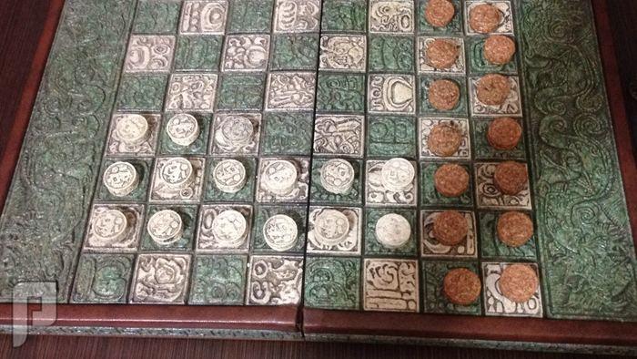 لاصحاب المتاحف والقصور طاولة زهر وشطرنج قديم جدا ونادر