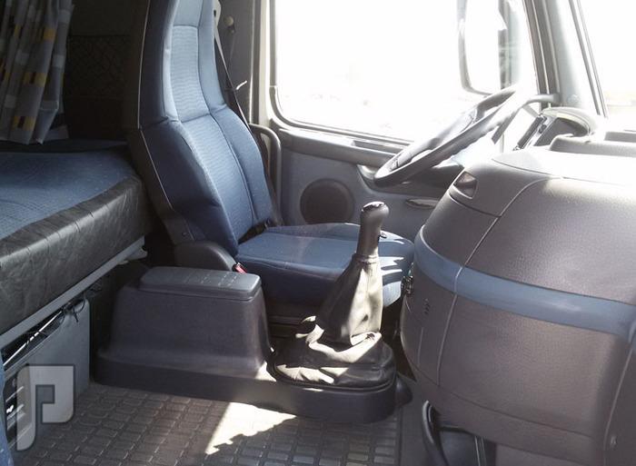 » شاحنة فولفو موديل 2006 الحجم 440