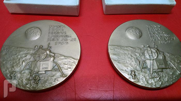 ميدليات تذكاريه لرواد سفينة الفضاء الامريكيه ابولو