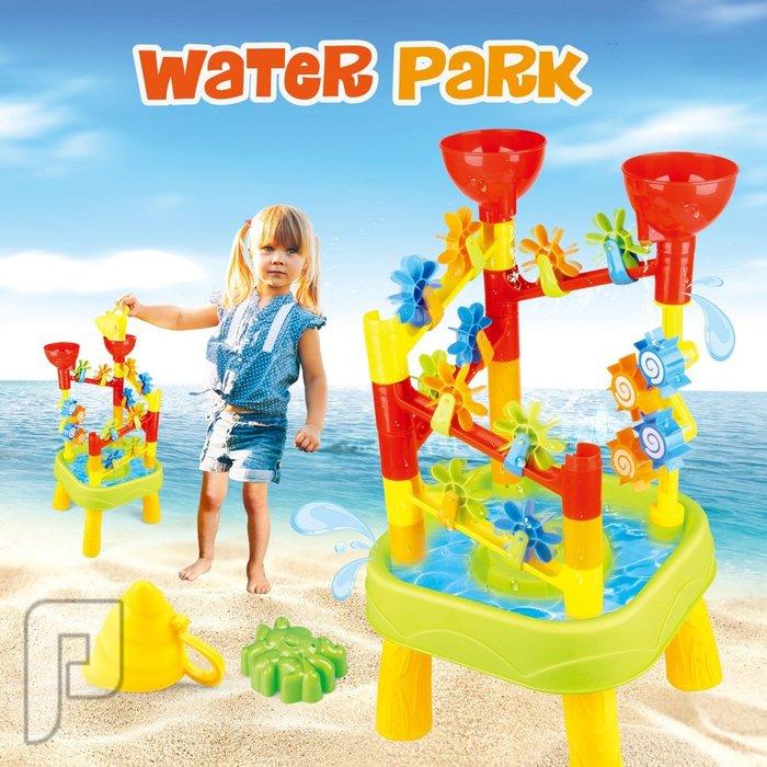 طاولة اللعب بالماء والرمل