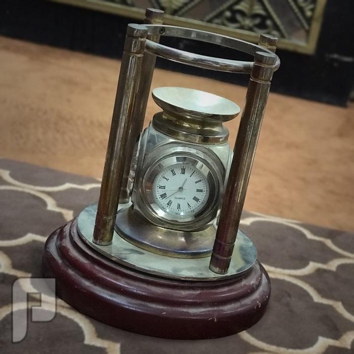 ساعة مكتبية قديمة