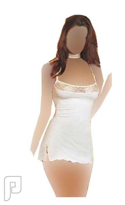 مجموعه متميزه من اللانجرى النسائى 11- لانجري على شكل فستان نوم قصير ذو لون أبيض مصنوع من الساتان الناعم.