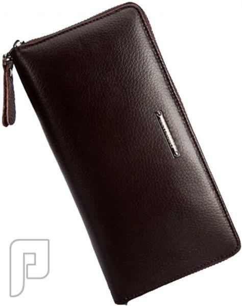 مجموعه من الحقائب والمحافظ الرجالية المتميزة محفظة رجالية ذات لون بني ماركة سانتاجولف