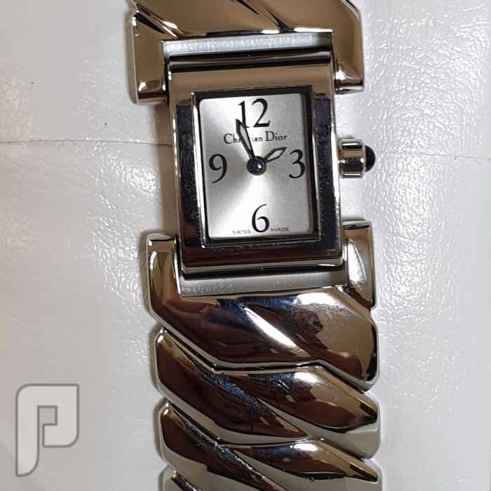 للبيع ساعة نساءية من كريستيان ديور تجمع يين الاناقة والفخامة. السعر   900 ر للبيع ساعة نساءية من كريستيان ديور  السعر 900 ريال سعودي