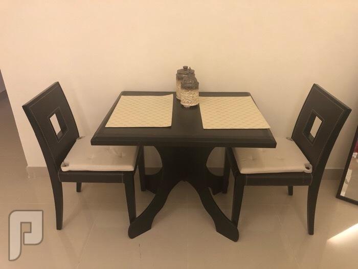 طاولة طعام ل شخصين استخدام نظيف جداً طاولة طعام