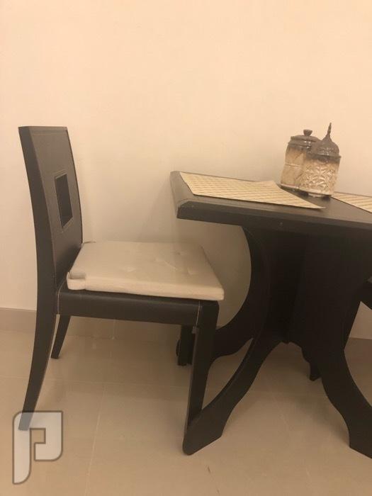 طاولة طعام ل شخصين استخدام نظيف جداً الكرسي