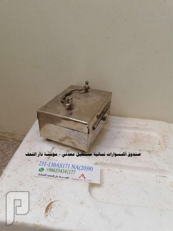 صندوق اكسسوارات نسائيه اسود خشبي