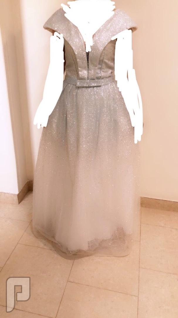 فستان خطوبه يشبه فستان الفنانه فرح الهادي راقي جدا