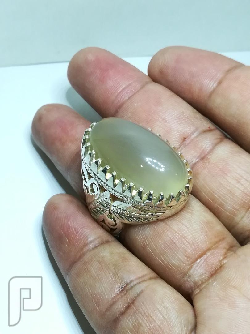 خاتم عقيق يماني لؤلؤي طبيعي فخم