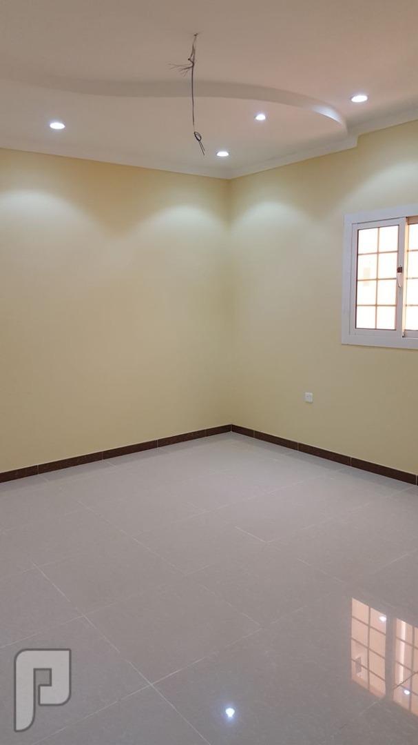 شقه 3 غرف كبيره للبيع ب180 الف