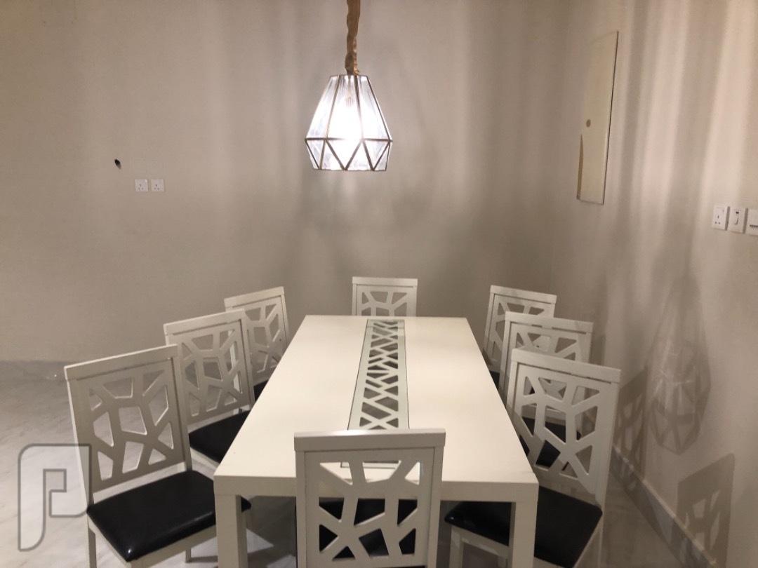 طاولة طعام + 8 كراسي + بوفيه