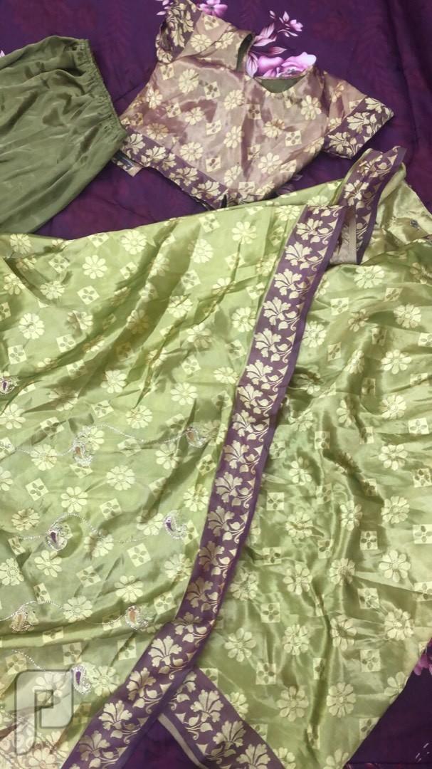 ساري هندي وفساتين للبيع