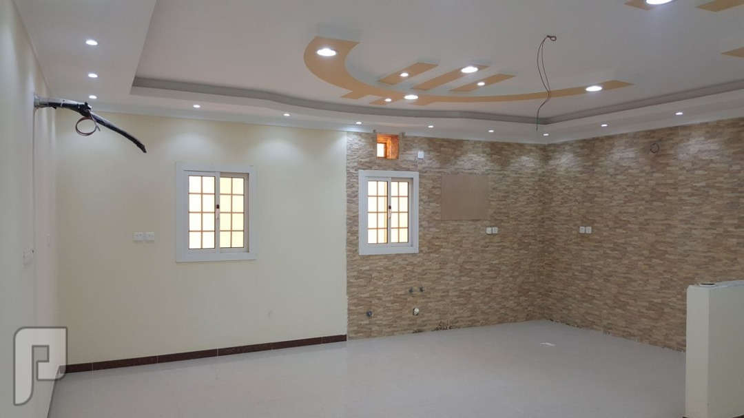 شقه ثلاث غرف للتمليمك بجده ثلاث غرف و دوراتين مياه و صاله و مطبخ