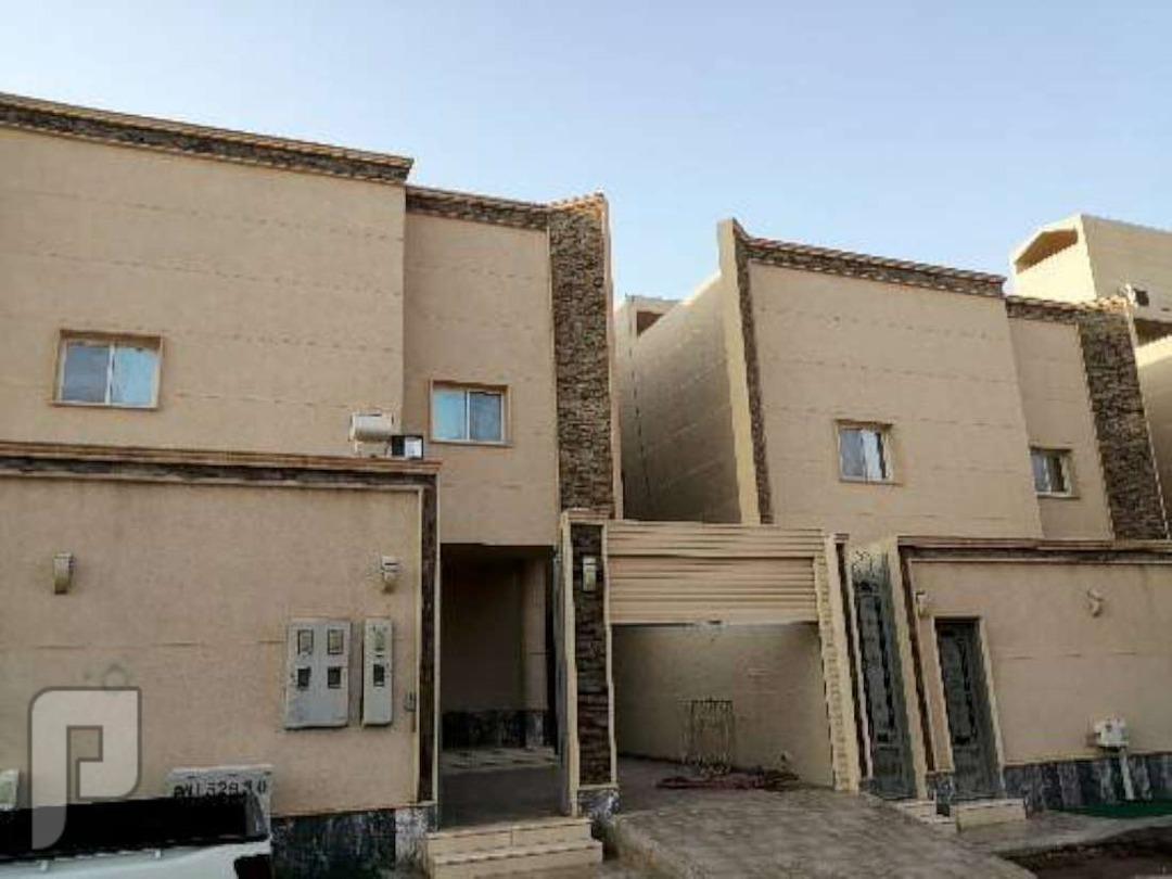 للبيع فيلا مساحة375 درج داخلي مع شقتين حي النرجس